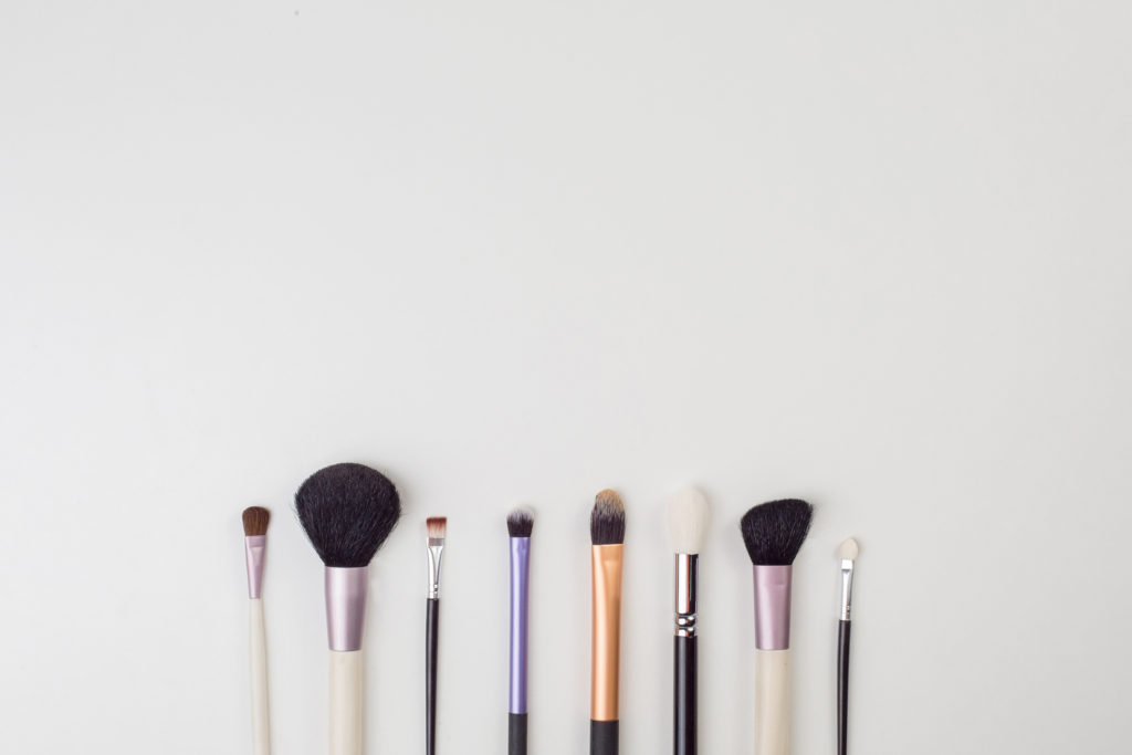 What You Need for a Professional Makeup Artist Logo ...