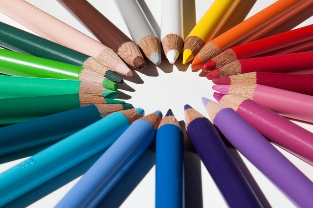 colors of pencils in circle